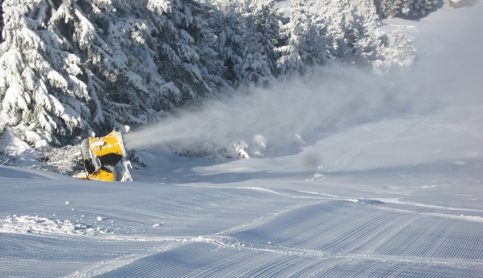 Both Bansko and Borovets are well equipped with snow cannons