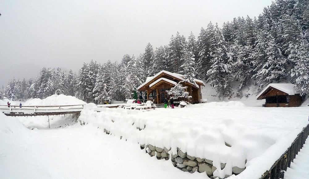 """Restaurant """"Kolibata"""" on the ski road."""