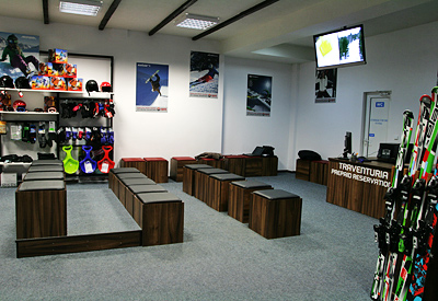 Ski ski fitting area of the Ski & Board Traventuria rental shop