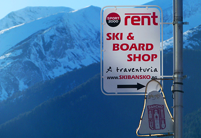 Around the bottom of the parking area, adjacent to the main Gondola lift station in Bansko, you will see the signs, navigating to Ski & Board Traventuria rental shop.